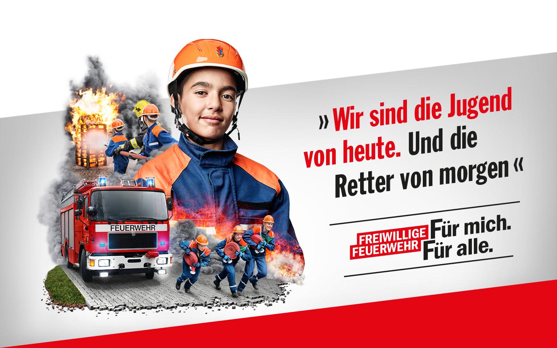 Porträt einer Jugendlichen mit Collage: Jugendliche im Feuerwehreinsatz. Schriftzug: Wir sind die Jugend von heute. Und die Retter von morgen. Schriftzug: Wir retten Leben. Manchmal auch sieben auf einmal. Freiwillige Feuerwehr: Für mich. Für alle.