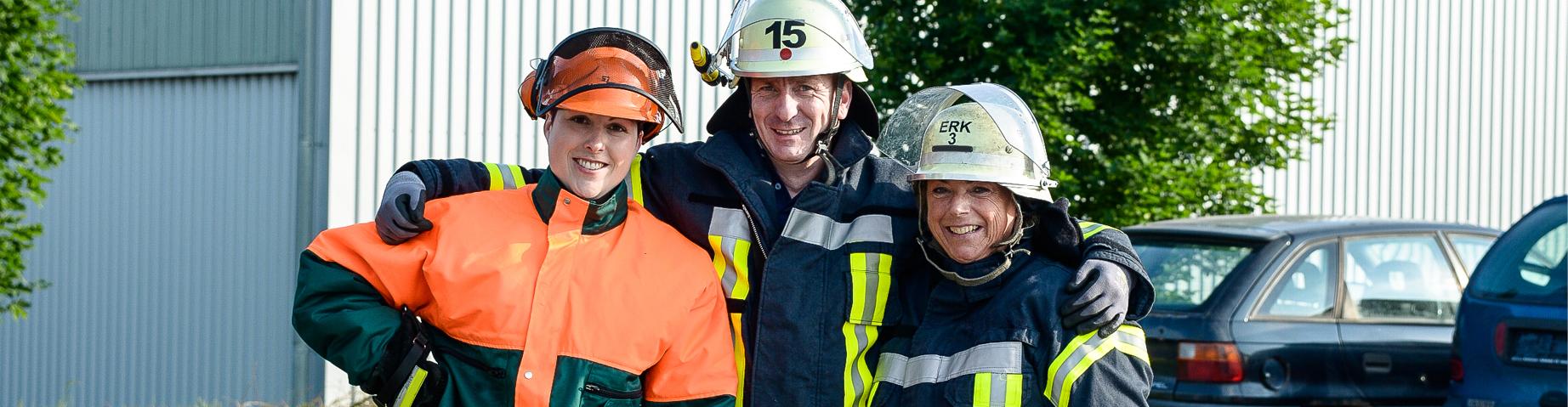 Eine Gruppe von verschiedenen Positionen der Freiwilligen Feuerwehr.